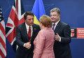 Премьер-министр Италии Маттео Ренци, федеральный канцлер ФРГ Ангела Меркель и президент Украины Петр Порошенко (слева направо) перед общим фотографированием на саммите НАТО в Варшаве
