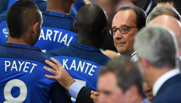 Президент Франции Франсуа Олланд и игроки сборной Франции