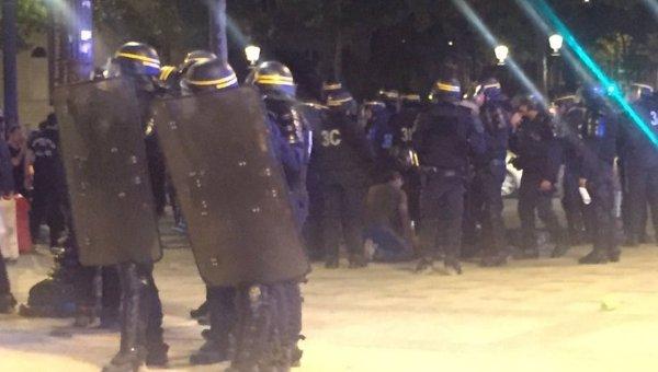 Столкновения полиции и фанатов в Париже