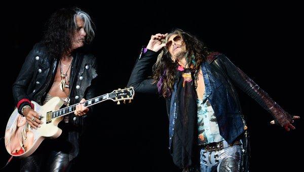 Вокалист группы Aerosmith Стивен Тайлер (справа) и гитарист Джо Перри. Архивное фото
