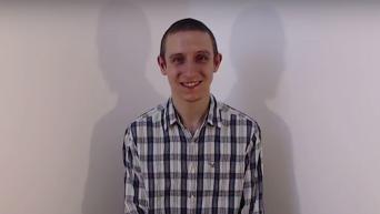Видеоблогер улыбался на камеру почти 900 часов