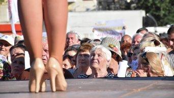 Тимошенко выступила перед пенсионерами в Херсоне в коллекционных туфлях Gucci