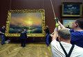 Демонтаж экспозиции произведений И. К. Айвазовского для отправки на выставку в Третьяковскую галерею