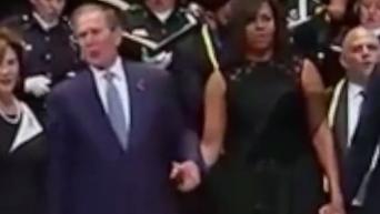 На панихиде в Далласе Буш танцевал, а Обама улыбался