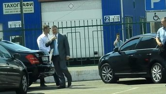 Кортеж Авакова припарковался на месте для инвалидов. Видео