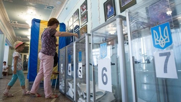 В 7 округах проходит голосование на промежуточных выборах депутатов Рады