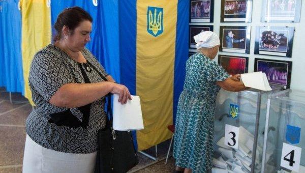 Голосование на одном из избирательных участков 206 округа в Чернигове