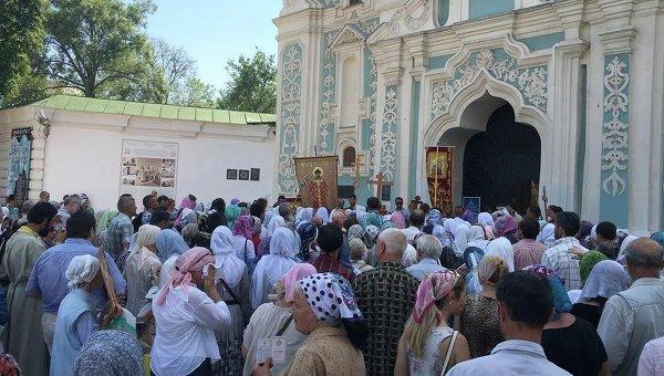 Крестный ход по Софией Киевской