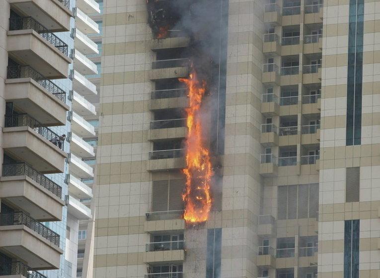 Пожар в небоскребе Sulafa в престижном районе Marina в Дубае
