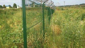 Стена на границе Украины с Россией