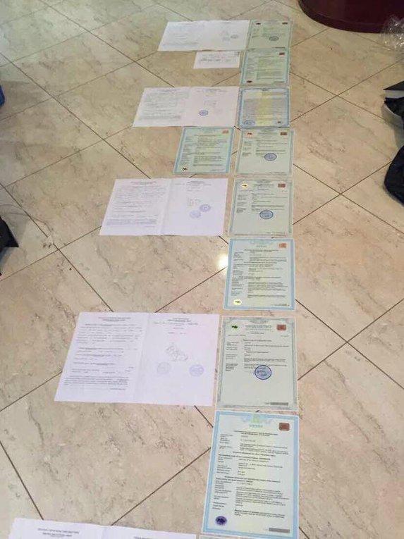 Документы, изъятые в ходе обысков по месту проживания мэров Ирпеня и Бучи