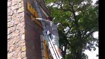 На въезде в Кропивницкий декоммунизировали стелу с Кировоградом. Видео