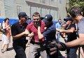 Савченко пытались закидать яйцами на Думской площади в Одессе