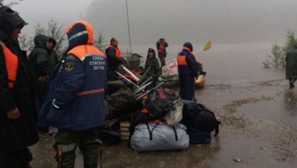 Спасатели оказали помощь 68 туристам, потерпевшим бедствие при сплаве на реке в Якутии