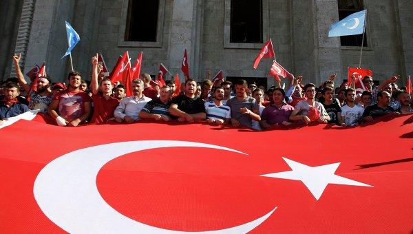 Трое турецких дипломатов попросили политического укрытия