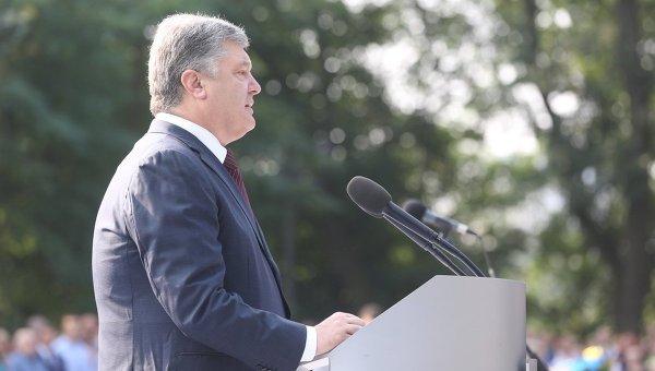 Петр Порошенко в ходе выступления у памятника князю Владимиру