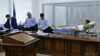 Главный подозреваемый в газовом деле Онищенко Валерий Постный на больничной каталке в зале суда