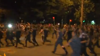 Появились кадры жесткого разгона протестующих в Ереване