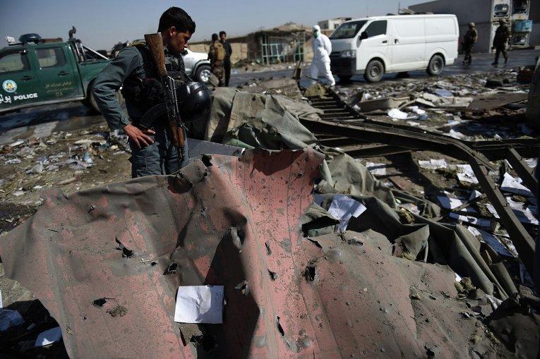 На месте мощного взрыва в Кабуле