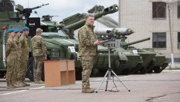 Петр Порошенко на встрече с десантниками. Архивное фото
