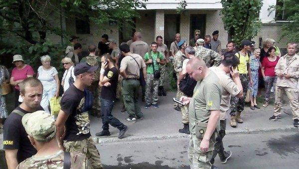 Митинг бойцов расформированной спецроты Торнадо под Оболонским райсудом Киева