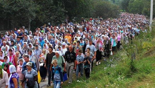 Крестный ход в Почаевскую лавру. Архивное фото