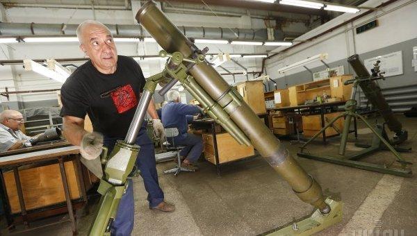 ПАО Завод Маяк презентовало инновационные минометы - 120-мм миномет Молот и 60-мм миномет по стандартам НАТО, в Киеве
