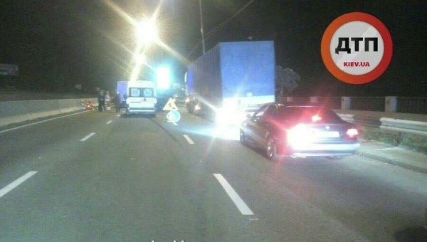 ВКиеве нетрезвый шофёр фургона насмерть сбил дорожного рабочего