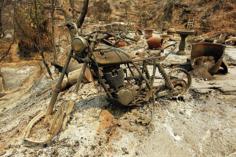 ВКалифорнии лесной пожар грозит тысячам жилых домов