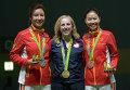 Йи Силинь (Китай) - серебряная медаль, Вирджиния Трэшер (США) - золотая медаль, Ли Ду (Китай) - бронзовая медаль (слева направо)