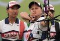 Спортсменки сборной России Инна Степанова (слева) и Ксения Перова в командном первенстве среди женщин по стрельбе из лука