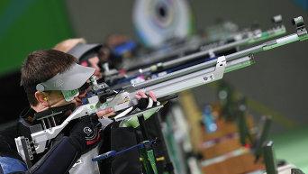 Сергей Кулиш на соревнованиях по пулевой стрельбе на 10 метров из пневматической винтовки.