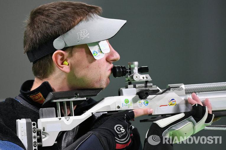 Сергей Кулиш на соревнованиях по пулевой стрельбе на 10 метров из пневматической винтовки