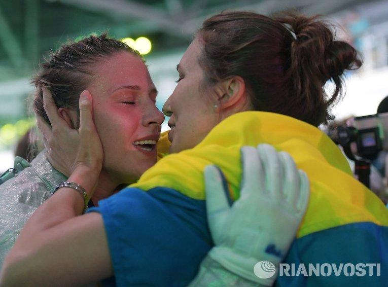 Ольга Харлан после завершения поединка за третье место индивидуального первенства по фехтованию на саблях