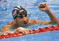 Майкл Фелпс (США) радуется победе в финальном заплыве на 200 м баттерфляем во время соревнований по плаванию среди мужчин на XXXI летних Олимпийских играх.