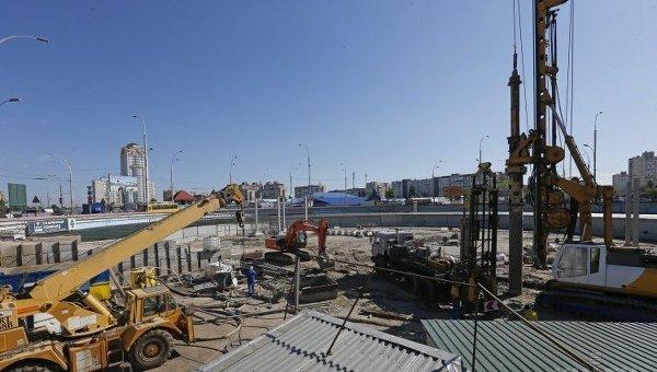 Строительство торгово-развлекательного центра у станции метро Героев Днепра в Киеве