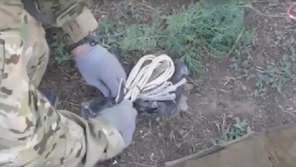 ФСБ показала взрывчатку, изъятую у диверсантов в Крыму