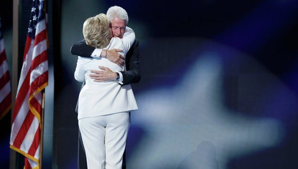 Хиллари иБилл Клинтон загод заработали практически $11 млн