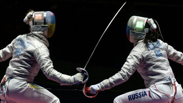 Ольга Харлан и Яна Егорян в финальном поединке командного первенства по фехтованию на саблях