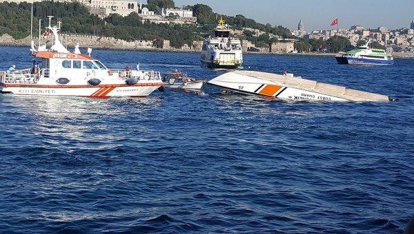 Движение через пролив Босфор остановлено из-за столкновения судов