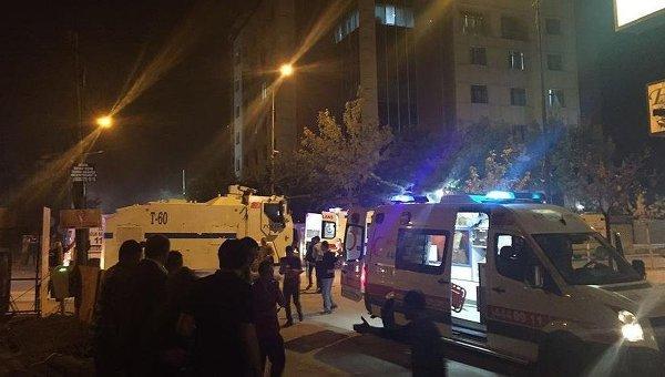 ВТурции около полицейского участка взорвали бомбу вавто, есть жертвы