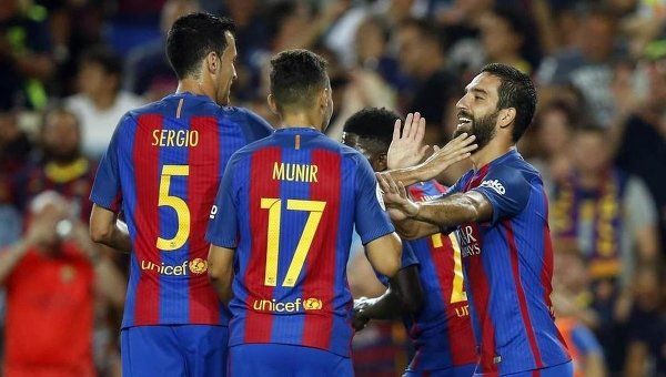 Игроки Барселоны радуются победе. Архивное фото