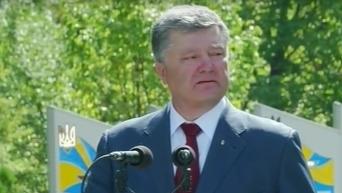 Порошенко: война в Донбассе стала войной за демократию