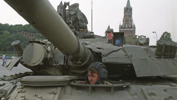 Танк на Васильевском спуске