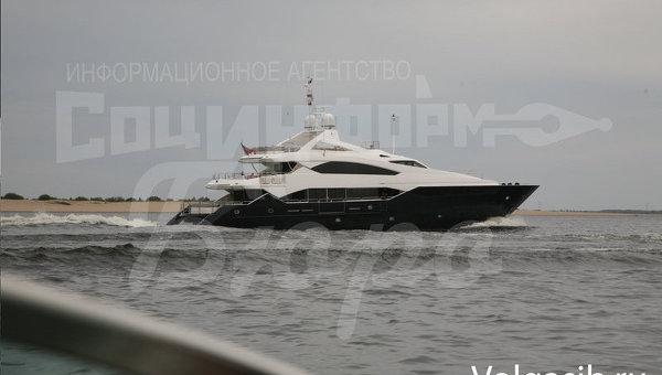 Янукович на фешенебельной яхте тайно посетил Волгоград