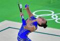 Анна Ризатдинова выполняет упражнения с булавами в индивидуальном многоборье