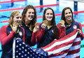 Спортсменки сборной США Кэти Ледеки, Элисон Шмитт, Лиа Смит и Мэдлин Дирадо
