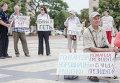 В Кировограде горожане, которые хранили сбережения в банке Михайловский, митинговали на главной площади города с требованием вернуть им деньги