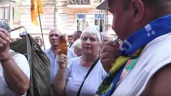 В Киеве вкладчики банка Михайловский требовали вернуть деньги. Видео