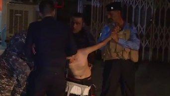 Полицейским Ирака удалось снять пояс смертника с 13-летнего мальчика. Видео